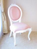 オーバルチェア SH45㎝ 猫脚 オードリーリボンの彫刻 スーパーホワイト色 ピンクモアレの張地
