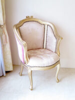 ジューシーチェア オードリーリボンの彫刻 ゴールド色 内側:ピンク花かご柄 外側:ショッキングピンクベルベット