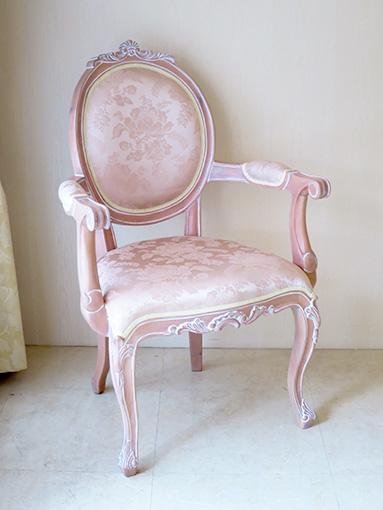 オーバルアームチェア 猫脚 シェルの彫刻 ピンクベージュ色 アンピンクⅠの張地