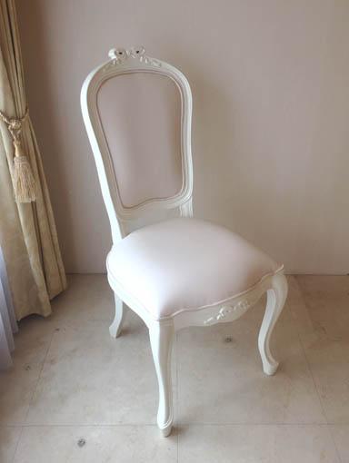ラ・シェル ダイニングチェア W45cm オードリーリボンの彫刻 脚の彫刻なし ホワイト色 ホワイトフェイクレザー