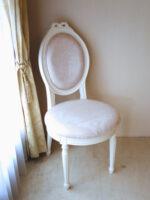 オーバルチェア ルイ16世スタイル リボンの彫刻 ホワイト色 リボントブーケ柄オフホワイトの張地