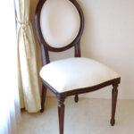 ルイ16世スタイル オーバルチェア 彫刻なし ブラウン色 ホワイトフェイクレザーの張地のサムネイル