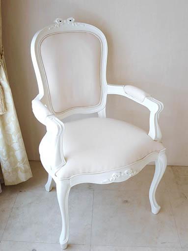 ラ・シェル ダイニングチェア アーム付き W60 ホワイト色 オードリーリボンの彫刻 脚の彫刻なし ホワイトフェイクレザーの張地