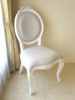 オーバルチェア 猫脚 ホワイト&ブラックアンティーク色 オードリーリボンの彫刻 グレー色フェイクレザーの張地