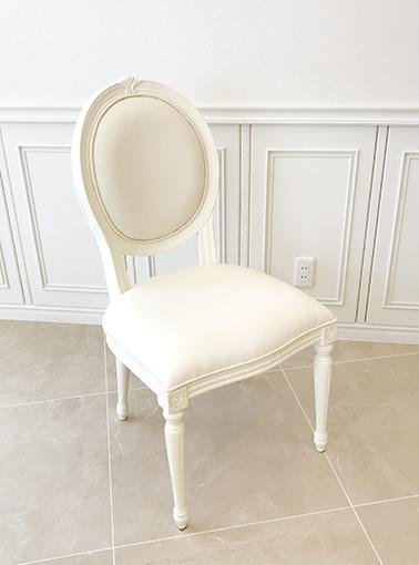 ルイ16世スタイル オーバルチェア シェルの彫刻 ホワイト色 フェイクレザーの張地