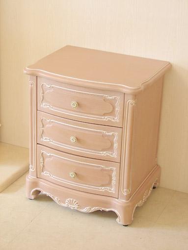 ナイトテーブル シェルの彫刻 引出し3杯 ピンクベージュ色