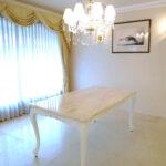 ビバリーヒルズダイニングテーブル 160 リボンの彫刻 スーパーホワイト色 クリームベージュ大理石天板のサムネイル