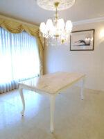 ビバリーヒルズダイニングテーブル 160 リボンの彫刻 スーパーホワイト色 クリームベージュ大理石天板