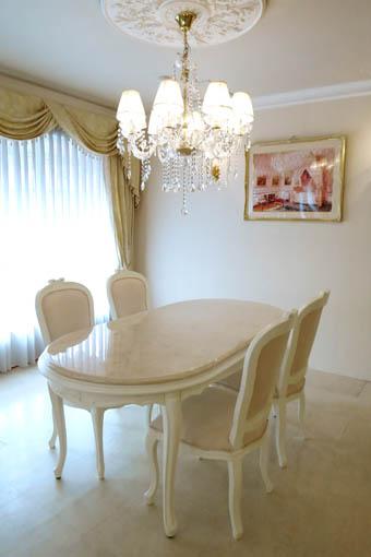 ラ・シェル ダイニングテーブル180 オードリーリボンの彫刻 脚の彫刻なし ホワイト色 クリームベージュ 大理石天板 上乗せ