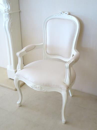 ラ・シェル アームチェア オードリーリボンの彫刻 フェイクレザー ホワイト