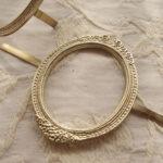 カルトナージュ 金具 リボンとお花のフレーム 縦型 脚割れ ゴールドのサムネイル