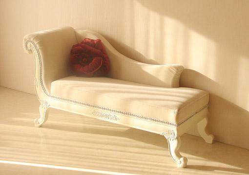 バラの令嬢ソファ ホワイトの猫脚 ホワイトベルベット