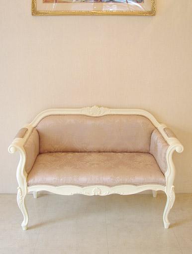 カウチソファ 両肘タイプ シェルの彫刻 ホワイト色 ピンクの花かご柄