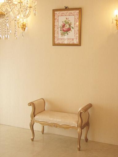 アーム付きベンチ シェルの彫刻 アンティークゴールド色 リボンとブーケ柄オフホワイト