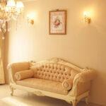 カウチソファ 両肘タイプ 薔薇の彫刻 アンティークホワイト&ゴールド色 リボンとブーケ柄イエローゴールドの張地のサムネイル