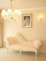 カウチソファ 薔薇の彫刻 アンティークホワイト色 ベージュピンクの張地