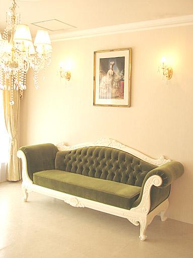 カウチソファ 両肘タイプ ローズフラワーブーケの彫刻 ホワイト色 グリーンベルベットの張地