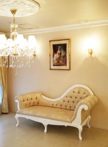 カウチソファW200 ビバリーヒルズの彫刻 ゴールド花かご柄の張り地 スーパーホワイトグロス色