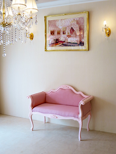 カウチソファ 薔薇の彫刻 ピンクドットモアレの張地