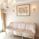 ベルサイユ3Pソファ アンティークホワイト&ゴールド色 リボンとブーケ柄オフホワイト色の張地のサムネイル