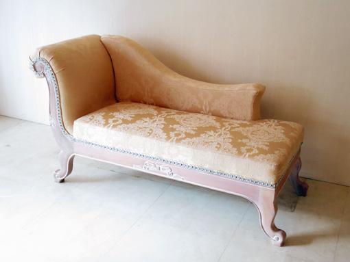 薔薇の令嬢ソファ オードリーリボンの彫刻 ピンクベージュ色 リボンとブーケ柄イエローゴールドの張地