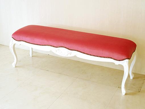 ビバリーヒルズ スツール W135cm ローズ&リボンの彫刻 スーパーホワイト色 ショッキングピンクのベルベット 鋲打ち仕上げ