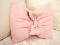 リボンのクッション モアレ ピンク