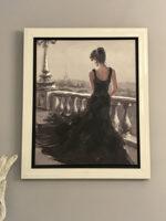 ブラックドレスのパリジェンヌ