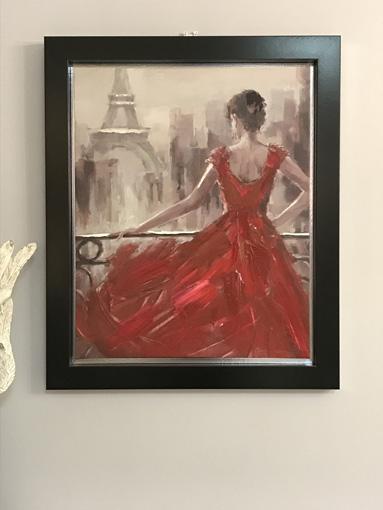 レッドドレスのパリジェンヌ