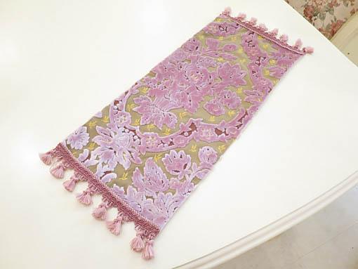 テーブルランナー 金華山織りピンク花かご柄 62×25