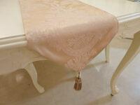 テーブルランナー リボンとブーケ柄イエローゴールド タッセルゴールド 200×29