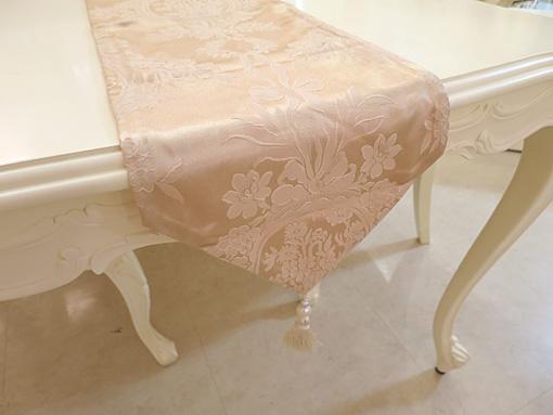 テーブルランナー リボンとブーケ柄イエローゴールド ホワイトパールタッセル 220×27