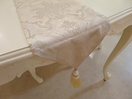 テーブルランナー ゴールド花かご柄 タッセルイエローゴールド 210×27