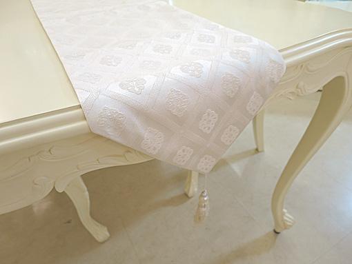 テーブルランナー ホワイトダイヤ柄 ホワイトパールタッセル 220×27