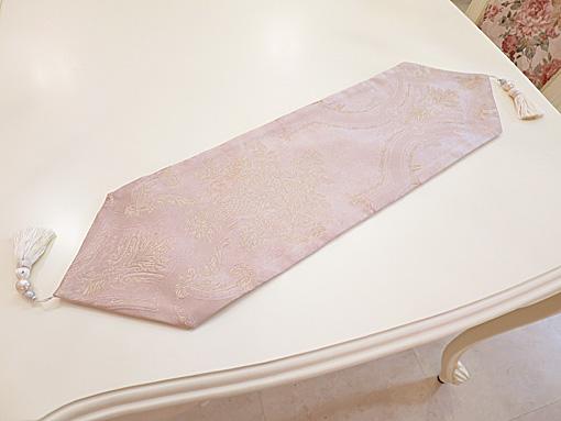 テーブルランナー ピンク花かご柄 ホワイトパールタッセル 70×20