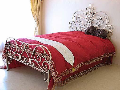 アリスのベッド クィーンサイズ ゴールドアイアン 輸入家具