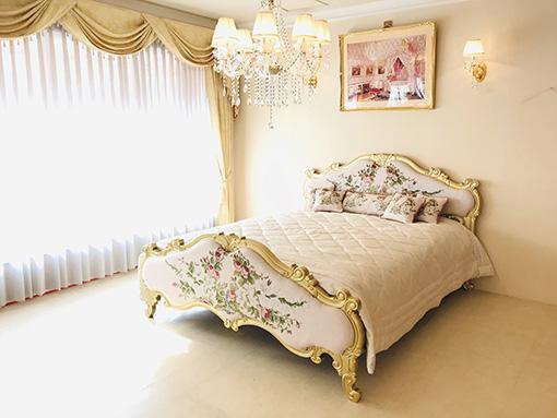 プリンシパルベッド クィーンサイズ シャインゴールド色