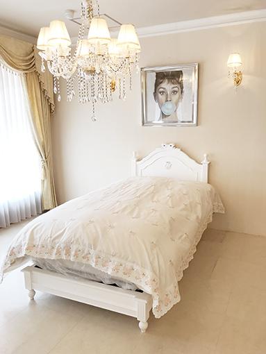 レディメイ シングルベッド オードリーリボンとイニシャルYの彫刻 スーパーホワイト色