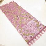 テーブルランナー 金華山織りピンク花かご柄 64×25のサムネイル