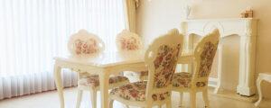 美しい白家具がお客様のお部屋をまるでビバリーヒルズの邸宅のように演出してくれます。