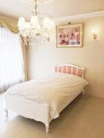 プリマベーラ シングルベッド ビバリーヒルズの彫刻 布張り スーパーホワイト色 アントワネットのタッセルの張地