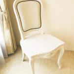 ラ・シェル ダイニングチェア 座板タイプ 薔薇の彫刻3輪 ホワイトウォッシュラスティック色 ホワイトフェイクレザーのサムネイル