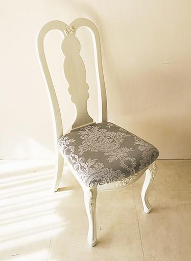 プリマベーラ クィーンアンチェア 薔薇の彫刻 W40cm ホワイト色 座面布張り リボンとブーケ柄シャインシルバー