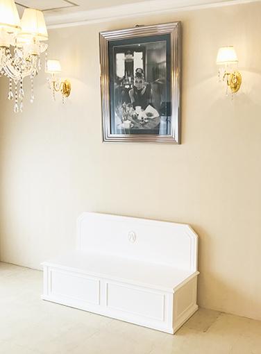 ベンチボックス スクエアデザイン イニシャルNの彫刻 スーパーホワイト色