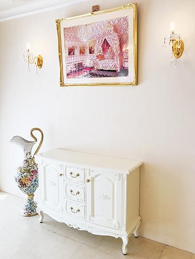 サイドボード2枚扉 引出し3杯 ビバリーヒルズと薔薇の彫刻 ホワイト色
