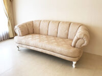 テレジア 3シーターソファ 猫脚 ピンク花かご柄の張地 脚部 スーパーホワイトグロス色