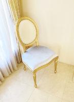 ルイ16世スタイル オーバルチェア 彫刻なし ゴールド色 クロコ柄とセレストブルーベルベットの張地 ゴールド鋲打ち仕上げ