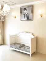 フレンチスタイル ベンチソファ W130cm マダム・ココ色 リボンとブーケシャイングレーの張地