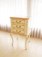ラ・シェル スモールチェスト お花模様の彫刻 アンティークホワイト&ゴールド色