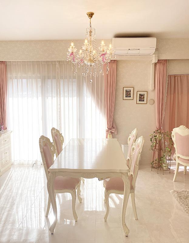ピンクとホワイトを主体にした美しくて可愛いインテリア